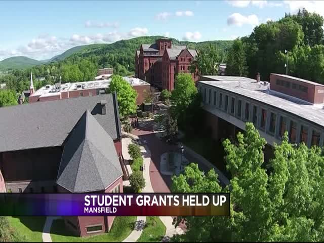 Pa- Student Grants Held Up By Budget Impasse_20151126044611