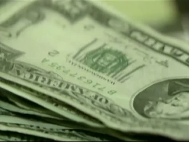 Local Bank Helps Teens Learn About Money_27668666-159532