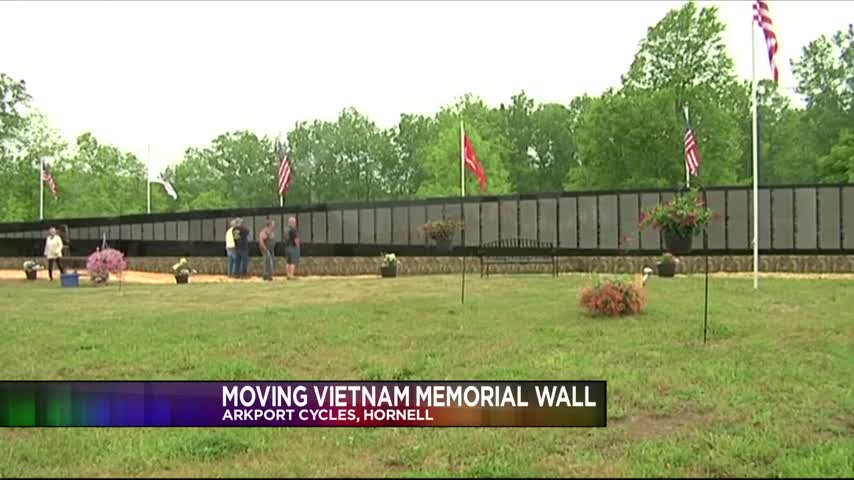The Moving Vietnam Memorial Wall_99989350-159532