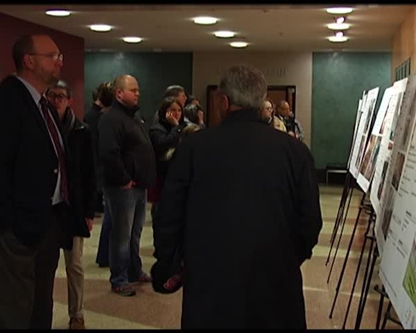 Downtown Revitalization Meeting Generates Big Turnout_44398031