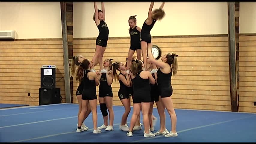 Local Cheerleaders Qualify for National Stage_07873246