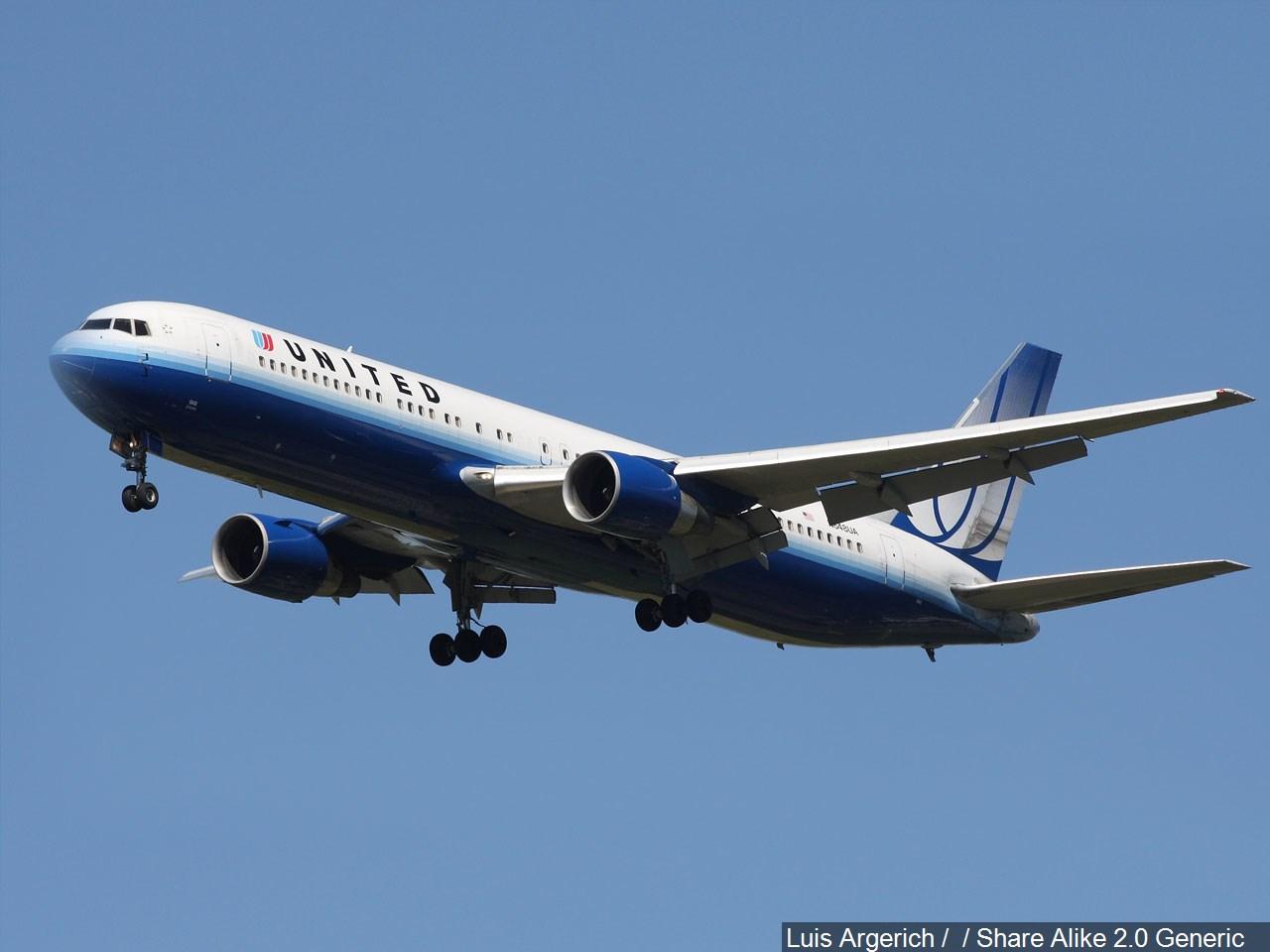 UNITED AIRLINES.jpg CREDITS_1490634611721.jpg
