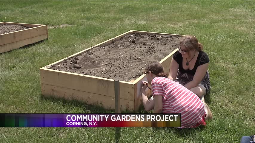 Local Students Help Build Garden Plots for the Hungry_10942425