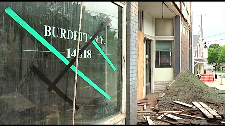 Crews begin demolition of Burdett building from the 1800s_06790988