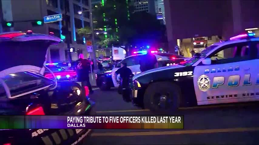 Dallas pays tribute to fallen officers_53484741