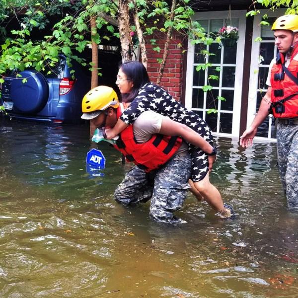 Woman rescued in Hurricane Harvey-159532.jpg33102838