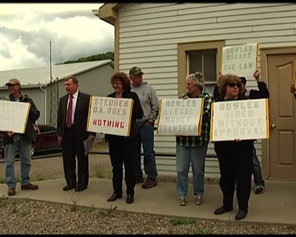Local residents hold public protest in Hartsville_92549618