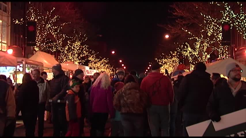 Sparkle draws thousands to Corning_27732652