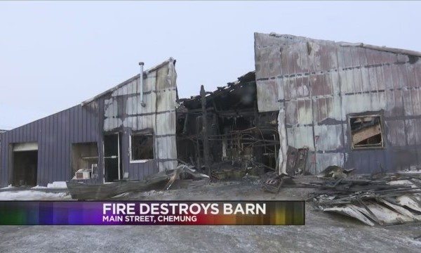 Fire_destroys_barn_in_the_Town_of_Chemun_0_20180209171022