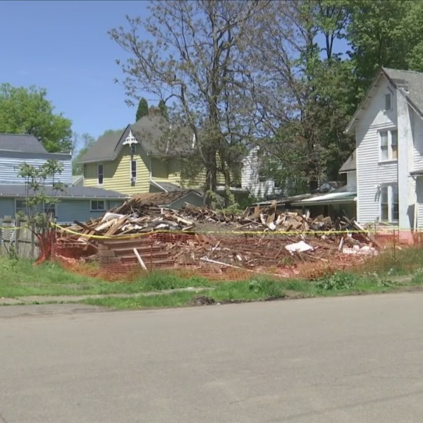 Neighbors_voice_concern_over_demolished__0_20180521222148