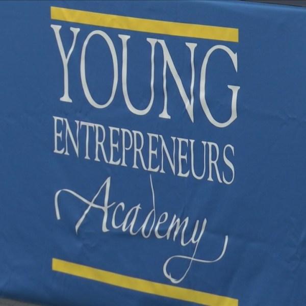 Young_Entrepreneurs_Academy_Graduation_2_0_20180614031936