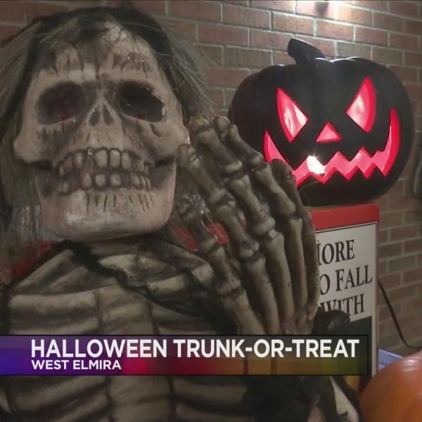 Trunk_or_treat_in_West_Elmira_0_20181028035348