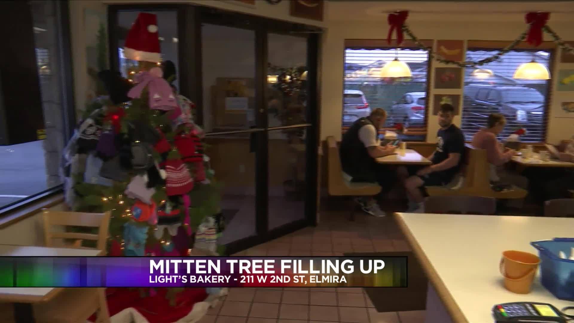 Mitten_tree_Light_s_Bakery_3_20181217174712