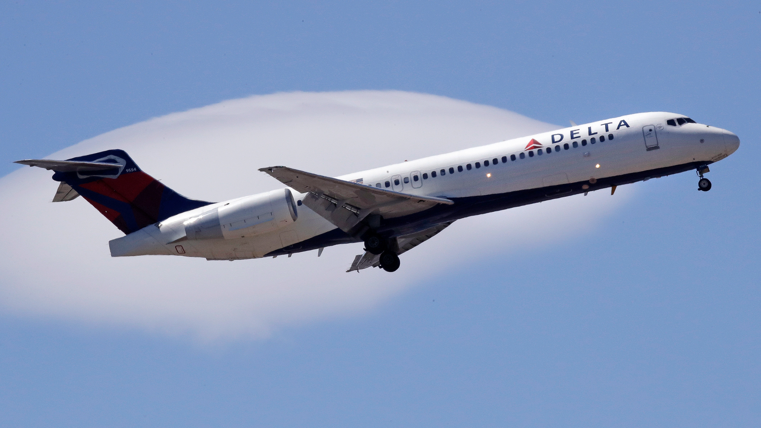Earns_Delta_Air_Lines_26300-159532.jpg53867093