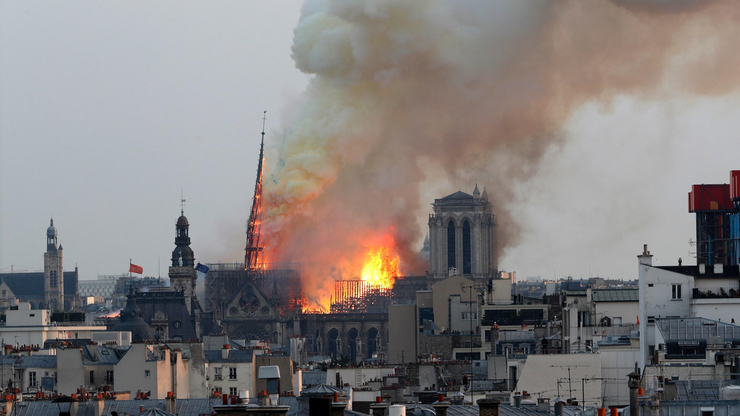 France_Notre_Dame_Fire_46756-159532.jpg33062014