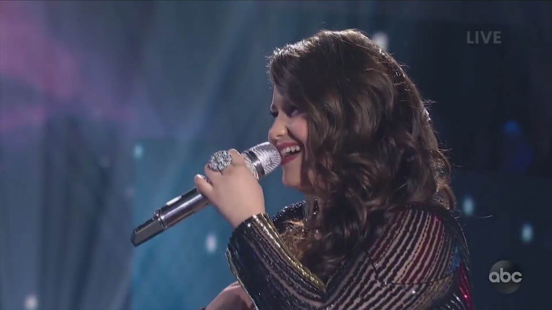 Upstate NY high school student moves on to the next round of American Idol