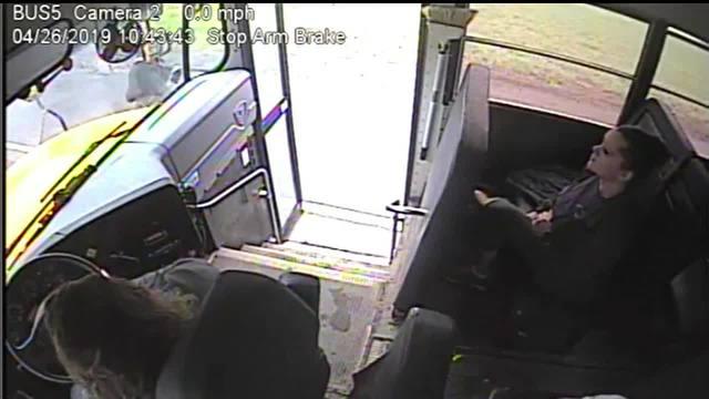 Norwich_bus_driver_pulls_student_back_fr_7_86705736_ver1.0_640_360_1557407947431.jpg