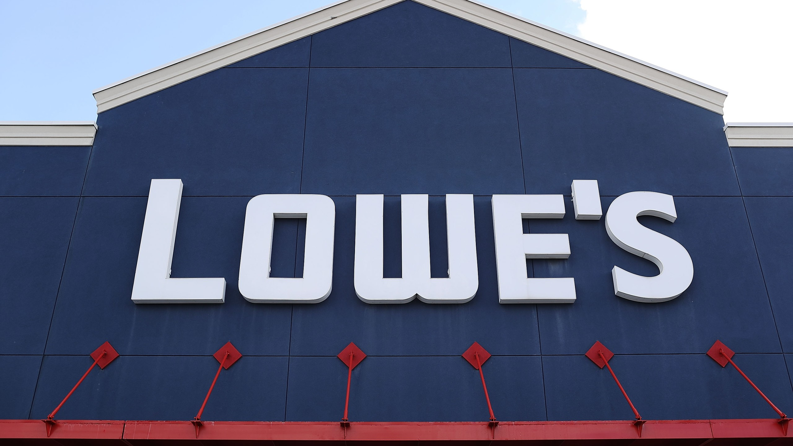 Lowe S Will Close Stores Easter Sunday To Give Employees Much Deserved Day Off Wetm Mytwintiers Com