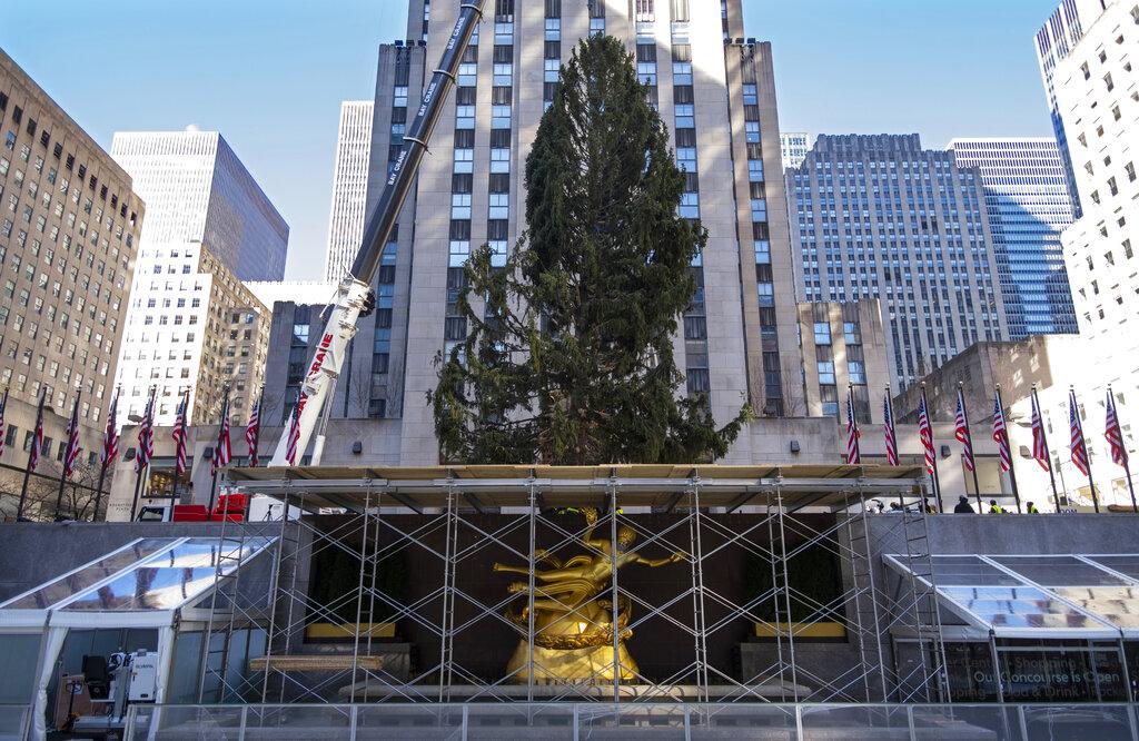 2021 Christmas In Rockefeller Center Rockefeller Center Christmas Tree Turns On With Virus Restrictions