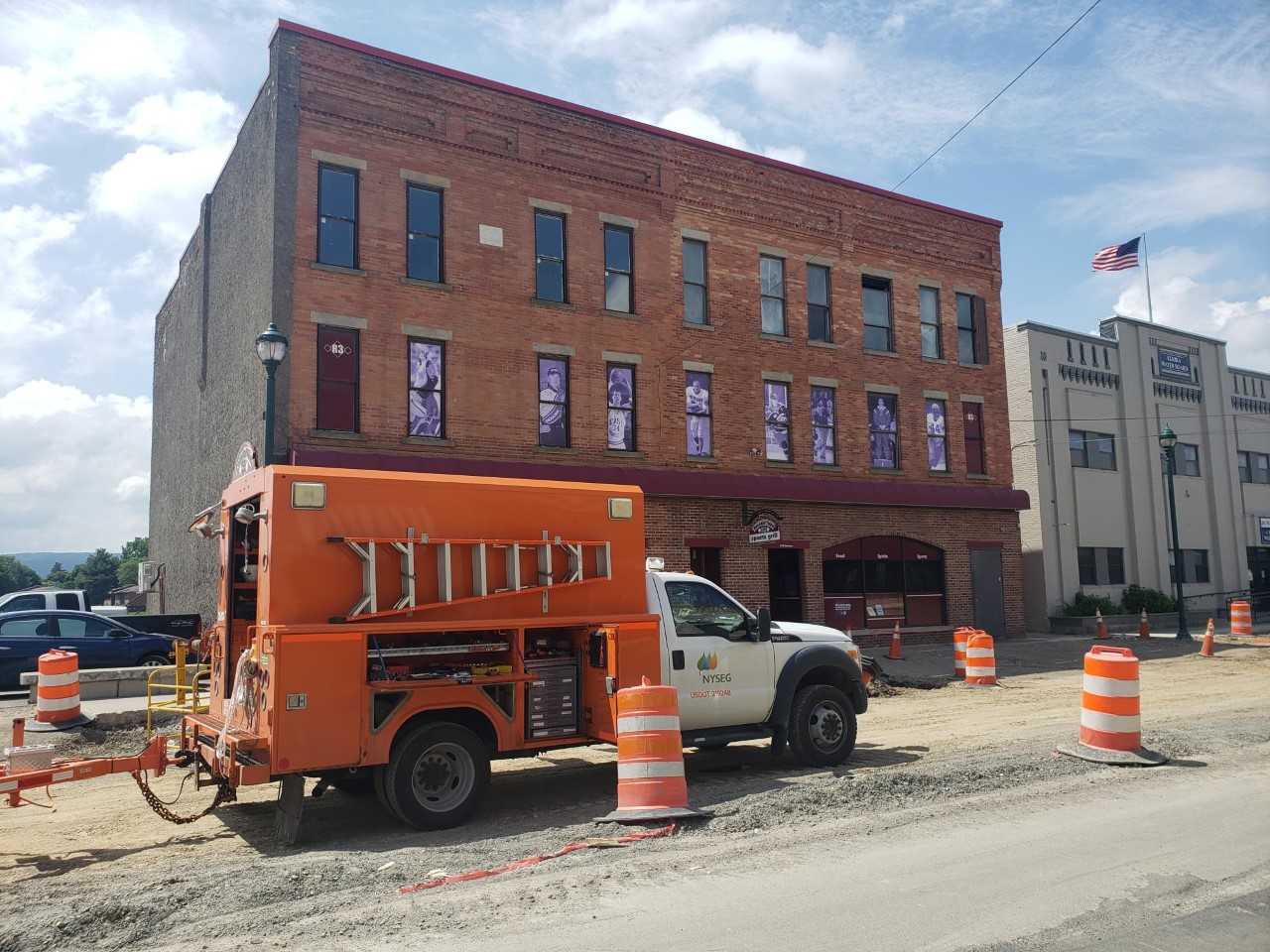 Construction workers hit power line on W. Water Street, local business without power